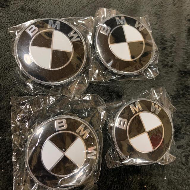 BMW(ビーエムダブリュー)のBMW ホイールキャップ 56㎜ ブラック×ホワイト 自動車/バイクの自動車(車種別パーツ)の商品写真