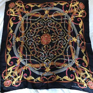 トラサルディ(Trussardi)のトラサルディ シルク 大判スカーフ ストール ブラック ベルト チェーン(バンダナ/スカーフ)