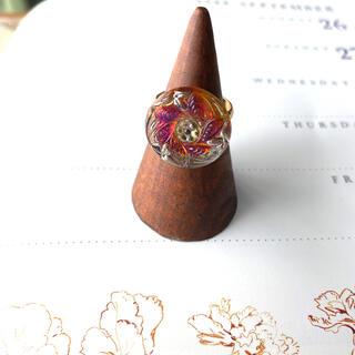 アメリヴィンテージ(Ameri VINTAGE)の六枚の葉 チェコガラスボタンのリング(リング)