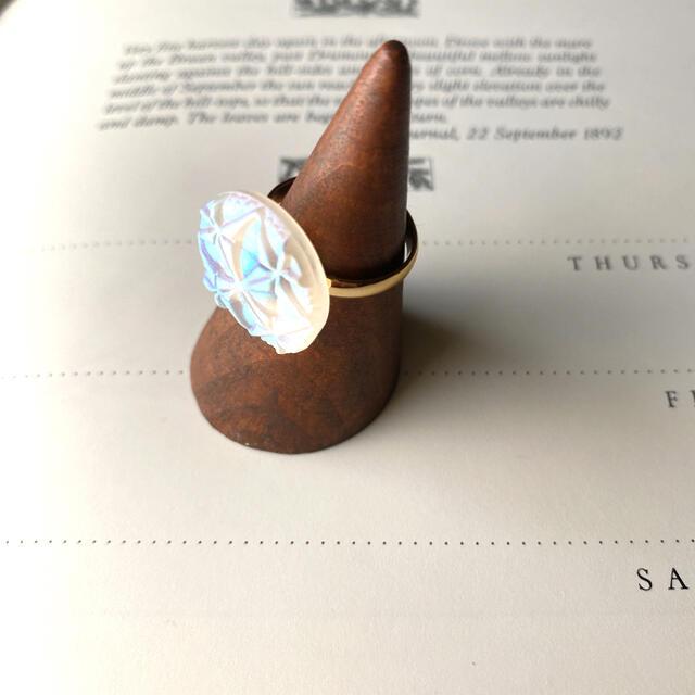 Ameri VINTAGE(アメリヴィンテージ)のオーロラ チェコガラスボタンのリング ハンドメイドのアクセサリー(リング)の商品写真