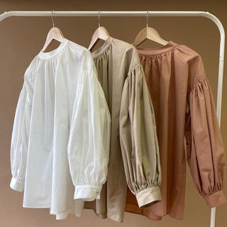 gather volume blouse