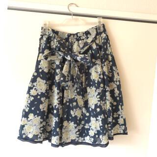 レストローズ(L'EST ROSE)のLESTROSE ブラック✖️イエロー 花柄スカート(ひざ丈スカート)