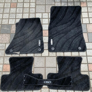 アウディ(AUDI)のアウディQ5(8R)純正フロアマット(車内アクセサリ)