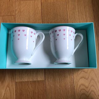 ティファニー(Tiffany & Co.)のティファニー ピンクハート マグ ペア 未使用品(グラス/カップ)