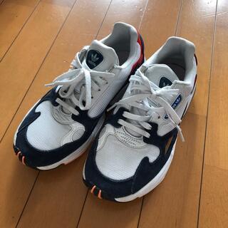 adidas - adidas ファルコン スニーカー 23.0
