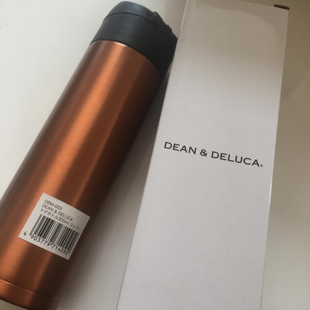DEAN & DELUCA(ディーンアンドデルーカ)の【新品】DEAN&DELUCA 限定マグボトル インテリア/住まい/日用品のキッチン/食器(タンブラー)の商品写真