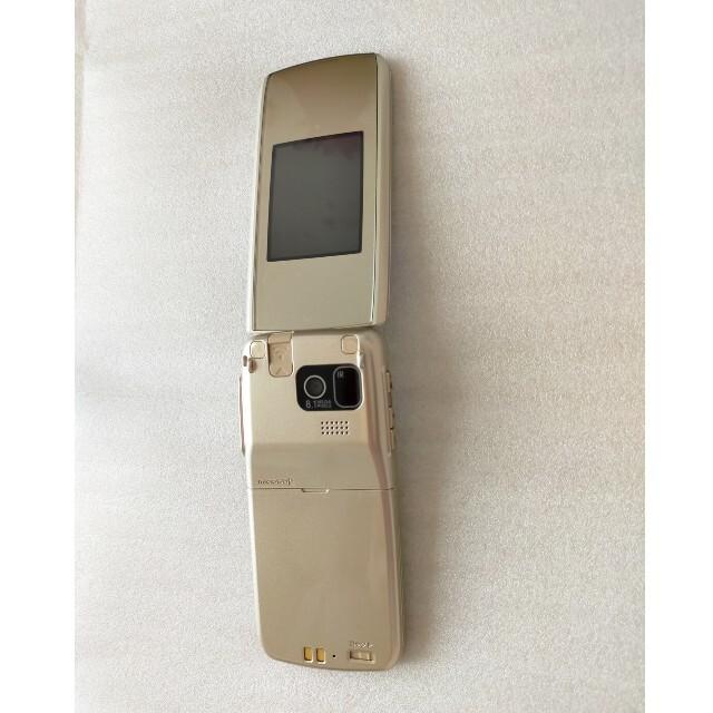 NTTdocomo(エヌティティドコモ)の富士通 携帯 らくらくホン F-08F ゴールド 中古 美品 ガラケー  ドコモ スマホ/家電/カメラのスマートフォン/携帯電話(携帯電話本体)の商品写真
