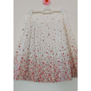 レストローズ(L'EST ROSE)の小花柄膝丈スカート(ひざ丈スカート)