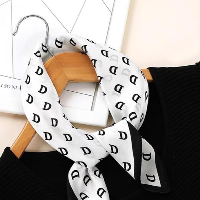 Dior(ディオール)の実物撮影美品Dロゴシルクスカーフ レディースのファッション小物(バンダナ/スカーフ)の商品写真