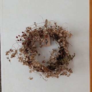 値下げリース  オニヅル、野バラの実、ヨウシュヤマゴボウ(ドライフラワー)