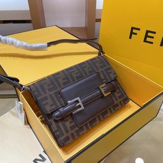 FENDI 新しいスタイルのショルダーバッグ、メッセンジャーバッグ(メッセンジャーバッグ)
