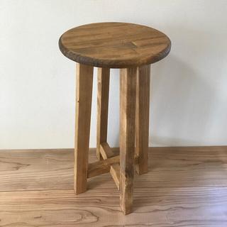 木製の丸椅子(ダークブラウン)