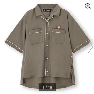 ジーユー(GU)のGU パイピングシャツ(5分袖)UNDERCOVER +E ベージュ S(シャツ)