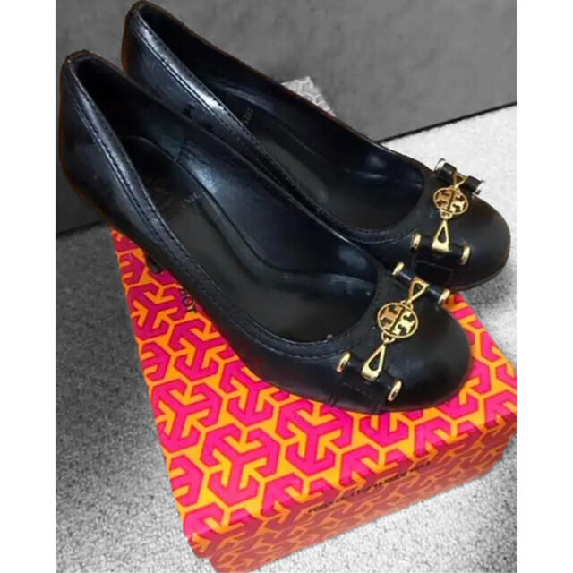 Tory Burch(トリーバーチ)のトリーバーチ BLACK/GOLD パンプス レディースの靴/シューズ(ハイヒール/パンプス)の商品写真