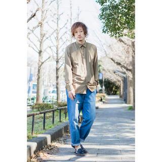 ジーユー(GU)の美品 GU シルク調レギュラーカラーシャツ(長袖)(シャツ)
