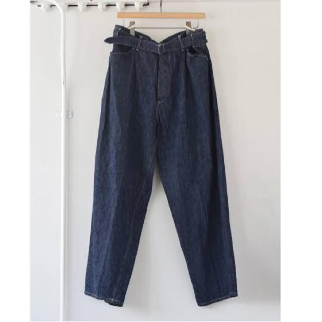 COMOLI(コモリ)の18AW comoli デニムベルテッドパンツ コモリ メンズのパンツ(デニム/ジーンズ)の商品写真