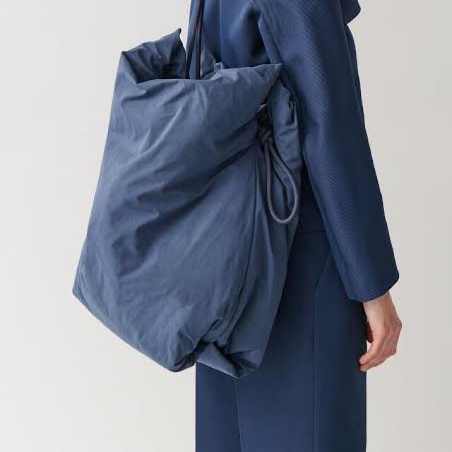 COS(コス)の【新品、タグなし】COS large drawstring bag メンズのバッグ(トートバッグ)の商品写真