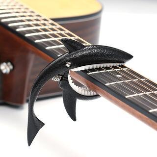 ギターカポタスト サメ形 ばね式 ブラック(アコースティックギター)