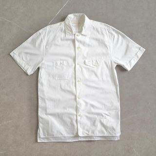 マークジェイコブス(MARC JACOBS)の《MARC JACOBS ホワイト S/S シャツ 3 イタリア製》(シャツ)