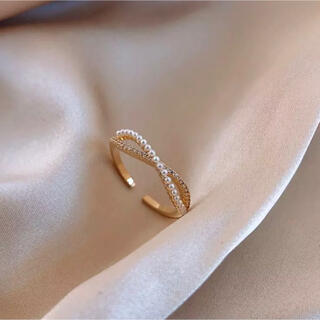 #24 Pearl gold cross ring