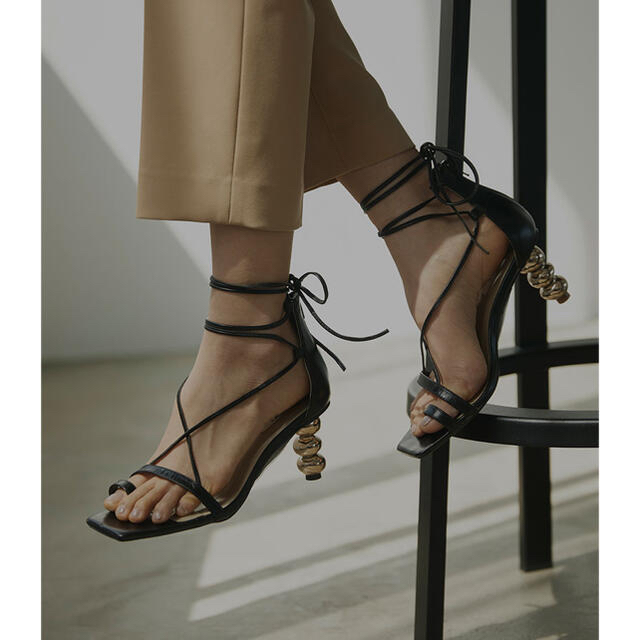 Ameri VINTAGE(アメリヴィンテージ)のAmeri vintage CHAIN CROSS SANDALS レディースの靴/シューズ(サンダル)の商品写真