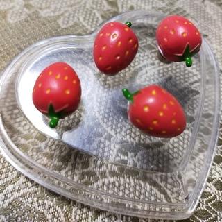 【新品/美品】 ♡プチ 苺ちゃん♡  マグネット  4個セット