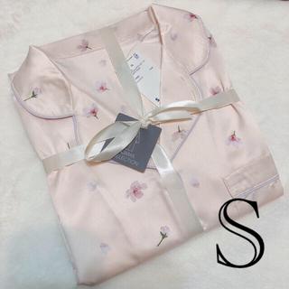 ジーユー(GU)のgu サテンパジャマ ワンピース 桜 サクラ ピンク S ルームウェア(パジャマ)