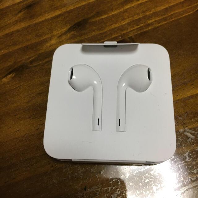 iPhone(アイフォーン)のiPhone 純正イヤホン アップル 新品 スマホ/家電/カメラのオーディオ機器(ヘッドフォン/イヤフォン)の商品写真