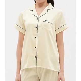 ジーユー(GU)のGU サテンパジャマ 半袖 トップスのみ(パジャマ)