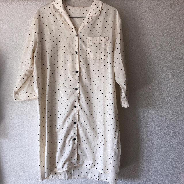 GU(ジーユー)のサテン生地 パジャマ ジーユー ワンピース レディースのルームウェア/パジャマ(ルームウェア)の商品写真