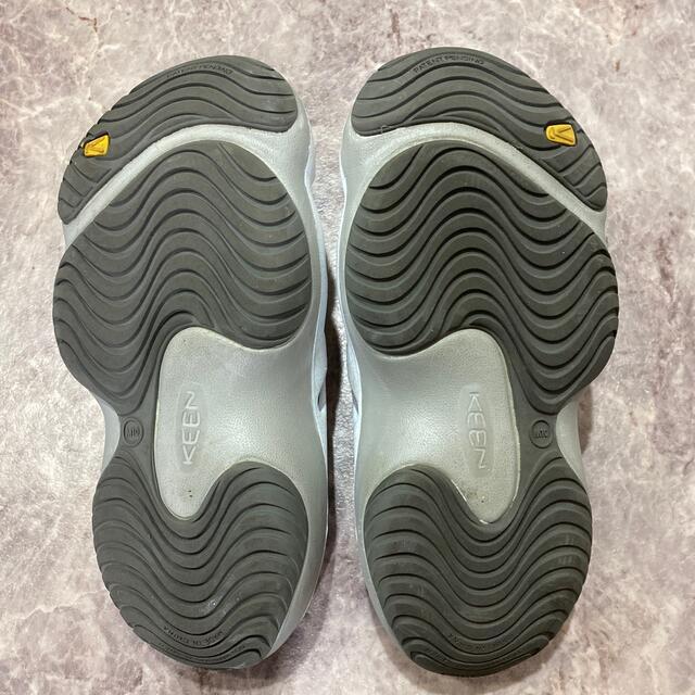 KEEN(キーン)のKEEN ヨギ 28cm M10 ハワイフラワーシルバー メンズの靴/シューズ(サンダル)の商品写真