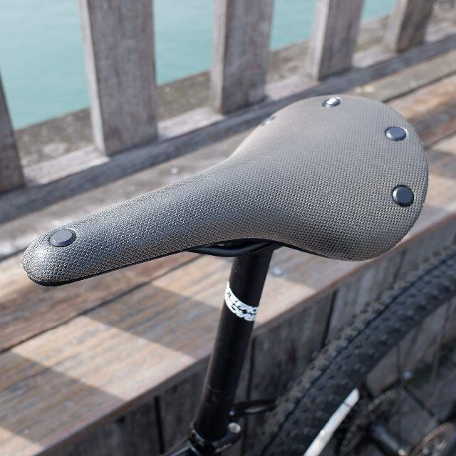 Brooks(ブルックス)のBROOKS CAMBIUM ALL WEATHER C17 マッドグリーン色 スポーツ/アウトドアの自転車(パーツ)の商品写真