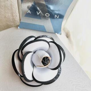 エイボン(AVON)のVintage Avon コスチュームジュエリー カメリアブローチ(ブローチ/コサージュ)