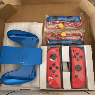 Nintendo Switch -  マリオレッドブルーバージョン新品未使用ジョイコン左右、ストラップSwitch