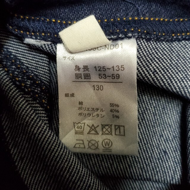 西松屋(ニシマツヤ)のデニム調スパッツ130サイズ キッズ/ベビー/マタニティのキッズ服女の子用(90cm~)(パンツ/スパッツ)の商品写真