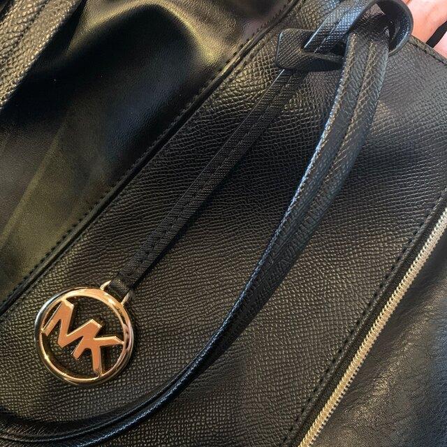 Michael Kors(マイケルコース)のMK チャーム ブラック ストラップ マイケルコース レディースのファッション小物(キーホルダー)の商品写真
