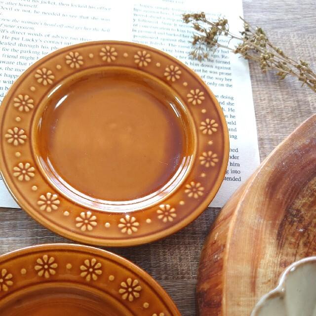 スタジオm ブリオッシュ ベージュ 2個 フラワーリム皿 2枚 インテリア/住まい/日用品のキッチン/食器(食器)の商品写真