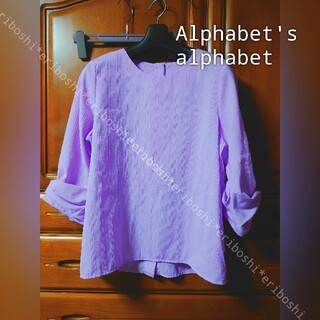 アルファベットアルファベット(Alphabet's Alphabet)のAlphabet's alphabetアルファベット◆バックボタンカットソー(カットソー(長袖/七分))