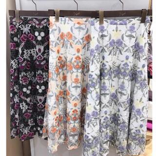 Noela - 美品♡幾何学フラワー柄刺繍スカート