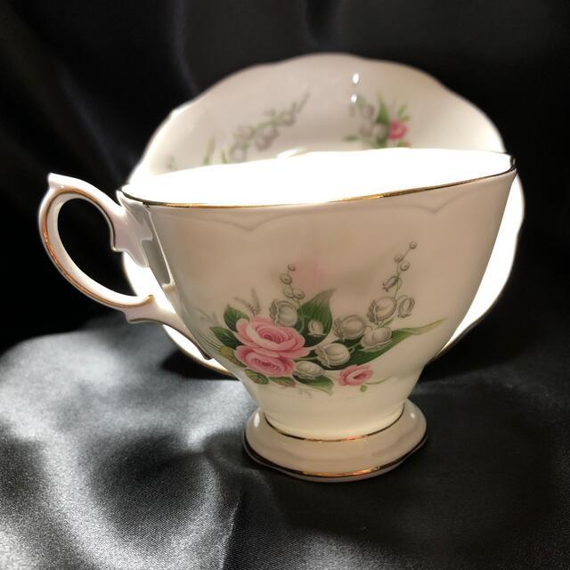 ROYAL ALBERT(ロイヤルアルバート)の美品 希少 ロイヤルアルバート ピンクのバラとスズランのカップ&ソーサー インテリア/住まい/日用品のキッチン/食器(グラス/カップ)の商品写真