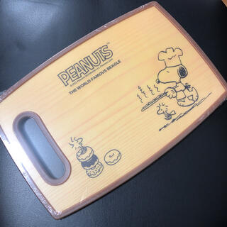 ピーナッツ(PEANUTS)のスヌーピー カッティングボード(薄い木目柄)(調理道具/製菓道具)