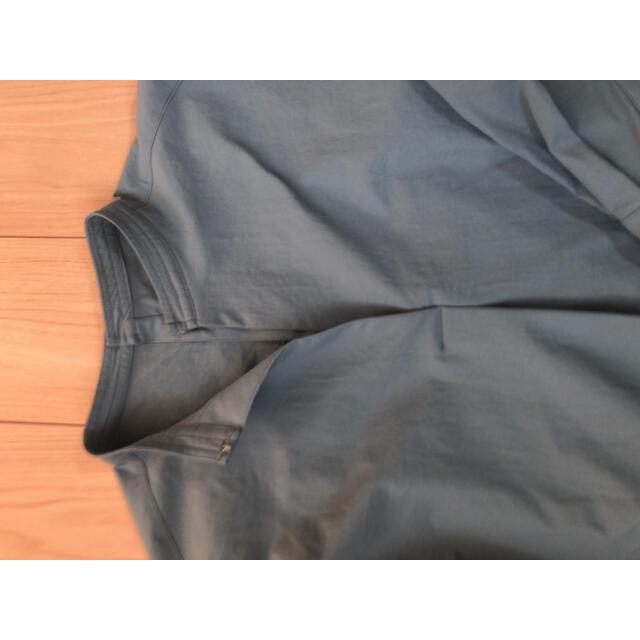 Adam et Rope'(アダムエロぺ)の2021年 今期 グリーン 緑 バックオープンバンドカラーシャツ レディースのトップス(シャツ/ブラウス(長袖/七分))の商品写真
