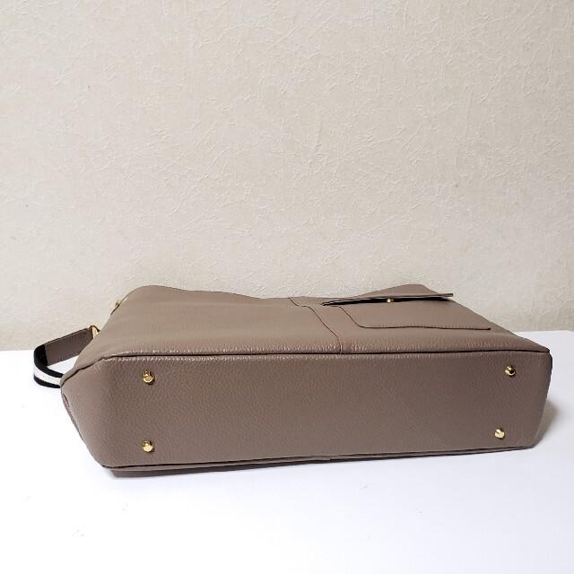ATAO(アタオ)の超美品★アタオ★エルヴィ★季節限定カラーモカグレー レディースのバッグ(ハンドバッグ)の商品写真