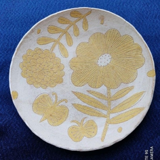 鹿児島睦 黄色 花 蝶 ちょうちょ かわいい 希少 インテリア/住まい/日用品のキッチン/食器(食器)の商品写真
