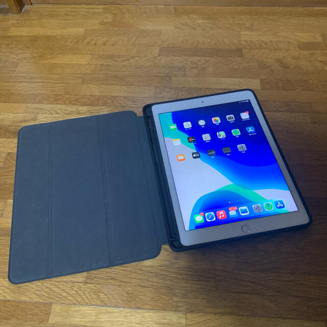 iPad(アイパッド)のiPad Pro 9.7 128GB SIMフリー ケース付き セルラーモデル スマホ/家電/カメラのPC/タブレット(タブレット)の商品写真