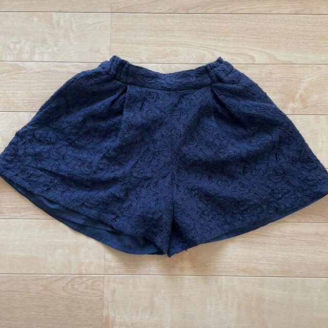 GU(ジーユー)のGU 花柄レースショートパンツ 140センチ キッズ/ベビー/マタニティのキッズ服女の子用(90cm~)(パンツ/スパッツ)の商品写真