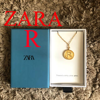 ZARA - 新品 ザラ イニシャルディテール メダリオン イニシャルネックレス r