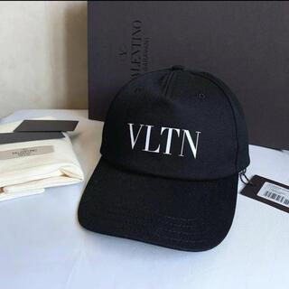 VALENTINO - 【新品未使用箱付き】ヴァレンティノ VLTN ベースボールキャップ 58
