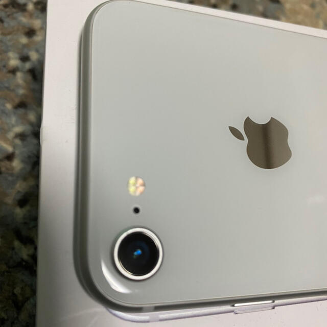 iPhone(アイフォーン)のiPhone8 64G ホワイト☆美品☆ SIMフリー スマホ/家電/カメラのスマートフォン/携帯電話(携帯電話本体)の商品写真