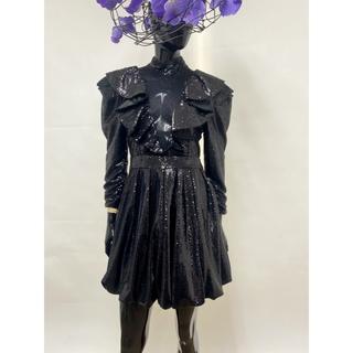 リプシー(Lipsy)の新品タグ付き フリルデザインドレス スパンコールワンピース メタリックワンピ(ミニドレス)